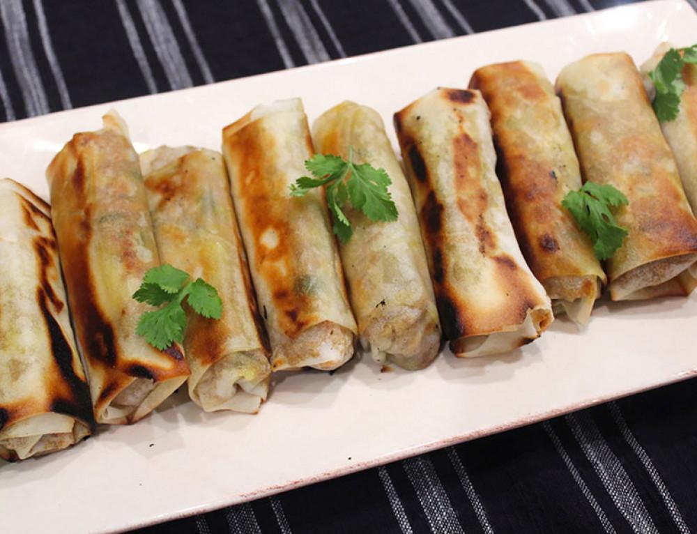 Spring Rolls – Pork & Cabbage w Dipping Sauce